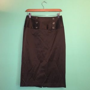 Pencil skirt with back slit. 6 decorative buttons.
